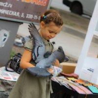 Девочка и голуби :: Дмитрий Николаев