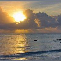 Рассвет над Индийским океаном :: Евгений Печенин