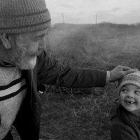 Дедушка с внучкой :: Наталья Катцина
