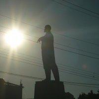 Ильич повелевает солнцем :: Зоя Яковлева