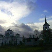 Облака над храмом :: Людмила Якимова