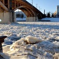 Двина примеряет зимнею одёжку... :: Андрей Самуйлов