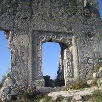 Стена древности.Мангуп-Кале. :: Алина Тазова