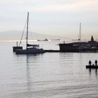 Осеннее утро в Цемесской бухте :: Валерий Князькин