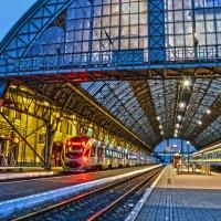 Львовский вокзал :: Андрей Зелёный