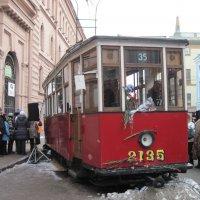 Трамвай блокадного города :: Маера Урусова