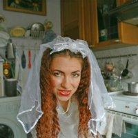 Между плитой и стиральной машиной (автопортрет в образе) :: Maryana Samorodova