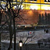 моя Столица ночная Москва(люди у вечного огня) :: юрий макаров