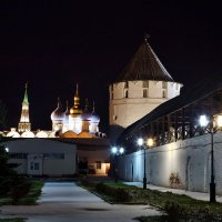 Прогулка по территории Казанского Кремля :: Валерий Князькин