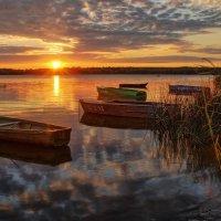 Утомлённый закат засыпал над рекой :: Елена Потёмина