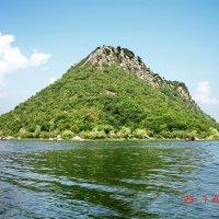 Гора в озере. :: Игорь Липинский