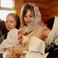 Пока крестились, девчонки решили познакомиться и поболтать:)) :: Дарья Казбанова