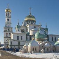 Комплекс храмов Воскресенского Новоиерусалимского монастыря с восстановленной колокольней :: Николай