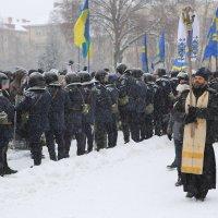 Митинг под областной администрацией :: Александр Бреза