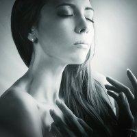 Тихо спит моя любовь... :: Сергей Пилтник