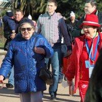 Бабушки - сами огонь! :: Larisa Gavlovskaya