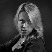 Блондинка в черном :: Носов Юрий
