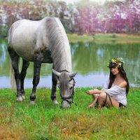девушка и лошадь... :: Юрий Лобачев
