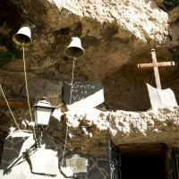 Вход в  церковь высоко-высоко  в горах :: Дарья