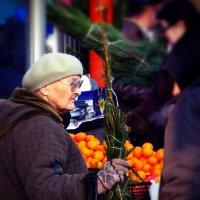 Старушка с елочкой...(из триптиха) :: Олег Бондаренко
