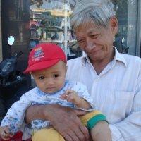 Дедушка и внук :: Вера Иванина