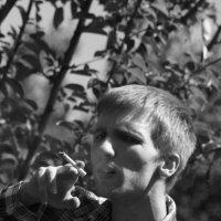 мальчик и сигарета :: Ежи Сваровский