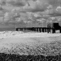 Пирс в шторм :: Евгения Ермолаева