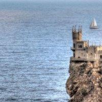белеет парус одинокий в тумане моря голубом... :: Николай Ковтун