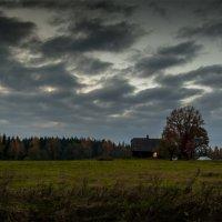 ...порой так манит окна чужого огонёк... :: Сергей Долженко