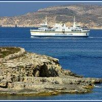 Паром между островами Комино и Гозо :: Евгений Печенин