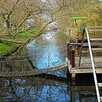 мосток над тихими водами :: Александр Корчемный
