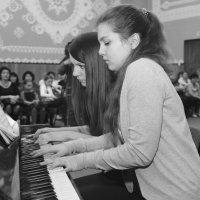 В четыре руки... :: Анатолий Тимофеев