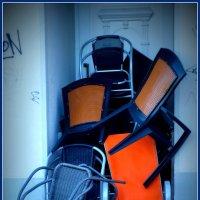 Ночлежка для стульев... :: Владимир Секерко