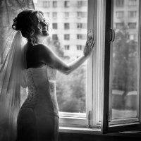 у окна :: Галина Жолдош