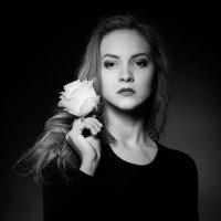 девушка с цветком :: Влад Ромм