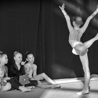 Художественная гимнастика ( из серии) :: Виталий Волкоморов