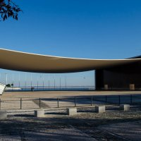 Гигантская навесная конструкция из бетона  Лиссабоне :: Alexey Bogatkin