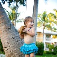 Девочка и кокос :: Victoria Bryfar