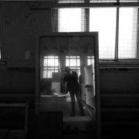 Отражение в разрухе :: Георгий Ланчевский