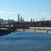 Вид с Большого Устинского моста в Москве :: Александр Запылёнов