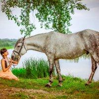 Девушка с лошадью :: Юрий Лобачев