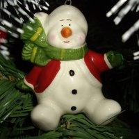 весёлый снеговик :: Нина Прокофьева