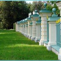 Парк, Изгородь :: Владимир Гилясев