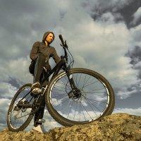 парень на велосипеде / дорог ему мало :: APG PavelAlexeev