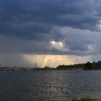 Дождь над городом :: Виктор Кузьмин
