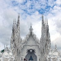 Таиланд. Чанг-Рай. Вход в Белый храм :: Владимир Шибинский