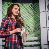 Полина на конкурсе по журналистике :: Константин Земсков