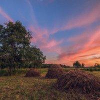 Закатные стожки :: Эдуард Ефремов