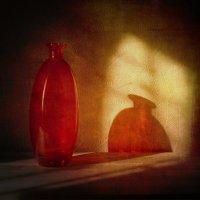 Натюрморт с красной бутылочкой :: Evgeny Kornienko
