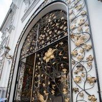 Вход в мужской монастырь. :: Сергей Волков